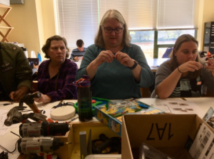 Laurie McGowan taught participants how to make a battery interrupter in Workshop 2.